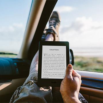 Kindle Paperwhite im Auto