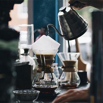 Kaffee in Papierfilter