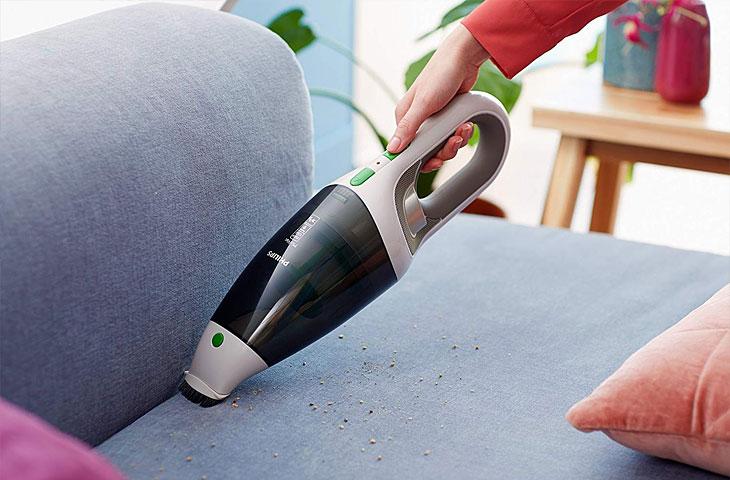 Philips Handstaubsauger in Benutzung