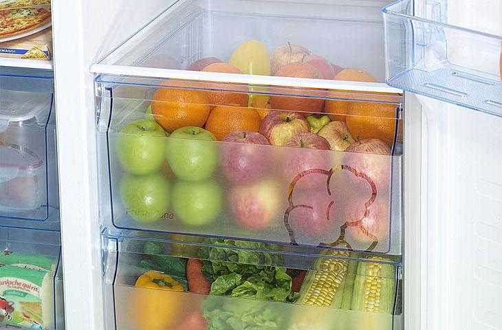 Kühl-Gefrierkombination mit Inhalt - Lifestyle