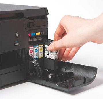 Brother - Patronen-Entnahme beim Tintenstrahldrucker