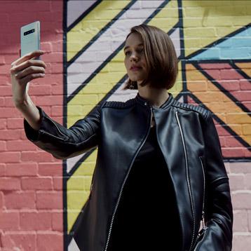 Samsung Galaxy S10 Lifestyle