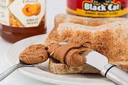 Toast mit Erdnussbutter